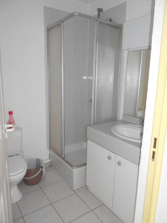 Appartement à louer 1 24m2 à Nîmes vignette-8