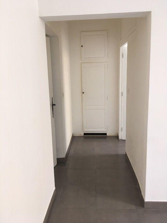Appartement à louer 2 44m2 à Nîmes vignette-4