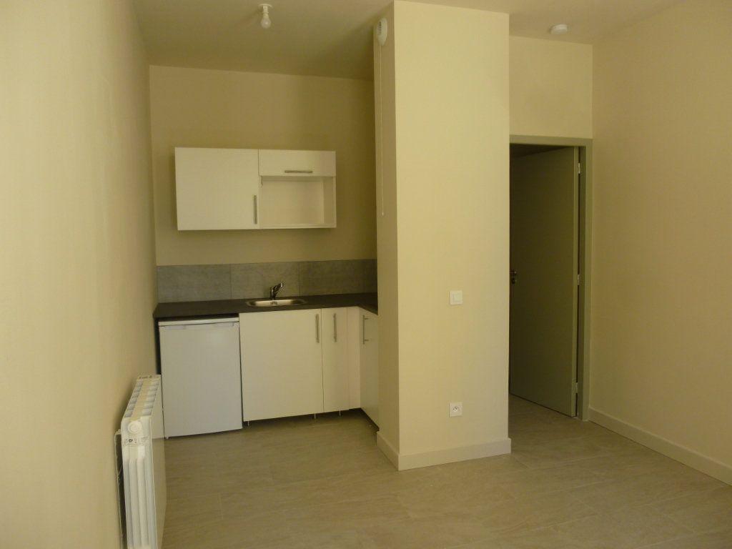 Appartement à louer 1 19.06m2 à Nîmes vignette-2