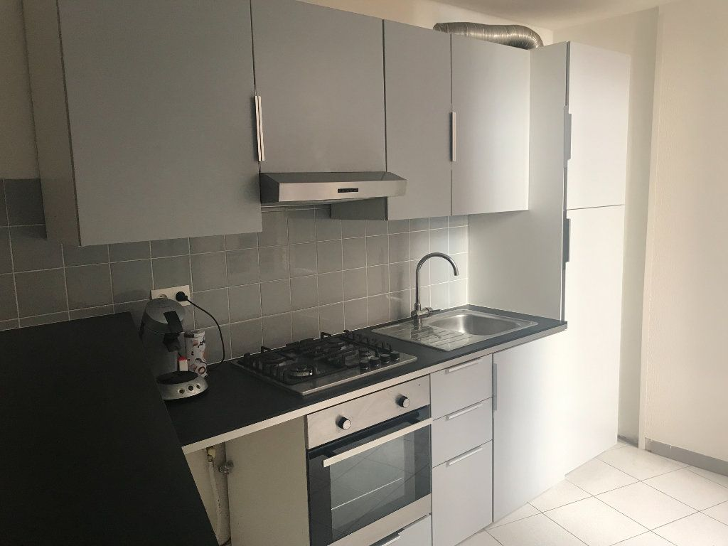 Appartement à louer 2 50m2 à Nîmes vignette-1