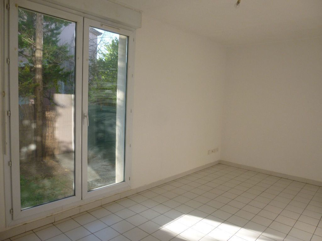 Appartement à louer 1 22.35m2 à Nîmes vignette-1