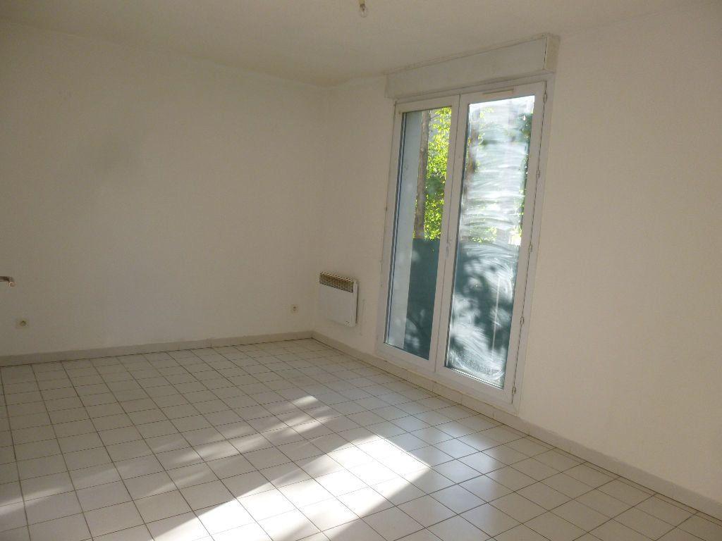 Appartement à louer 1 22.35m2 à Nîmes vignette-2