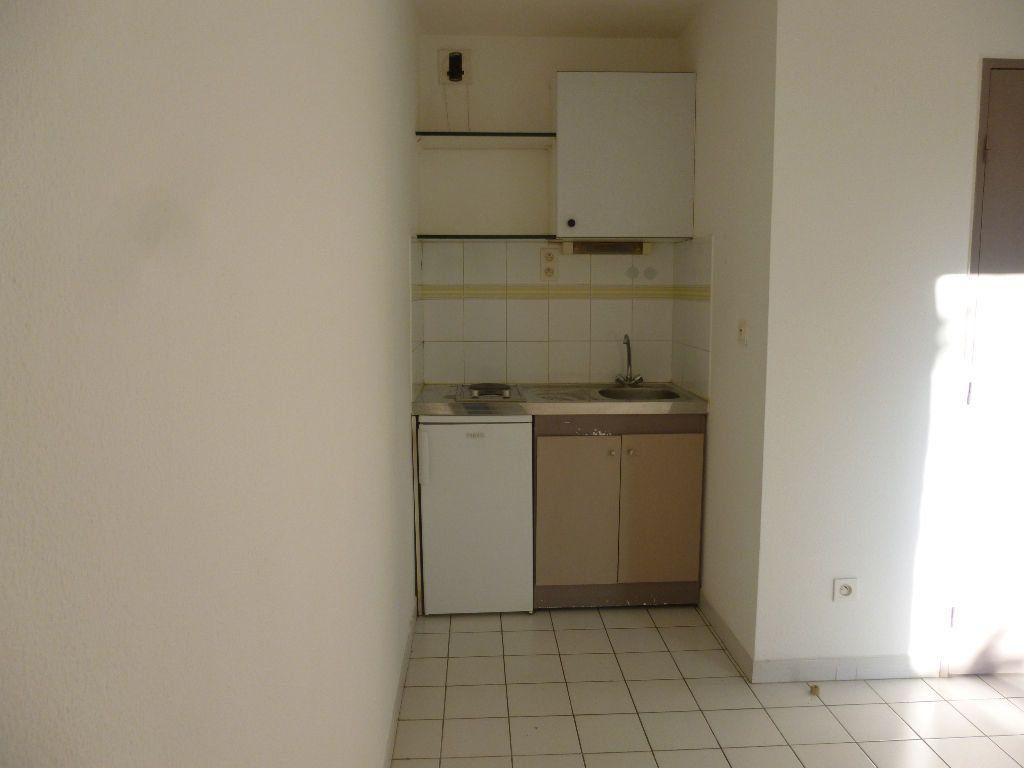 Appartement à louer 1 22.35m2 à Nîmes vignette-3