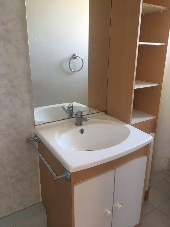 Appartement à louer 1 18m2 à Nîmes vignette-4