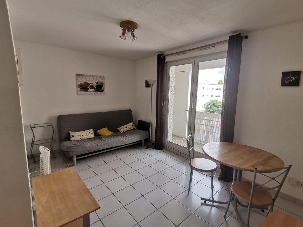 Appartement à louer 1 21.76m2 à Nîmes vignette-1