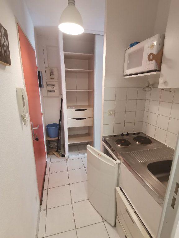 Appartement à louer 1 21.76m2 à Nîmes vignette-4