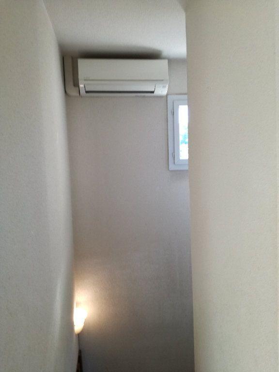 Appartement à louer 4 74m2 à Nîmes vignette-8