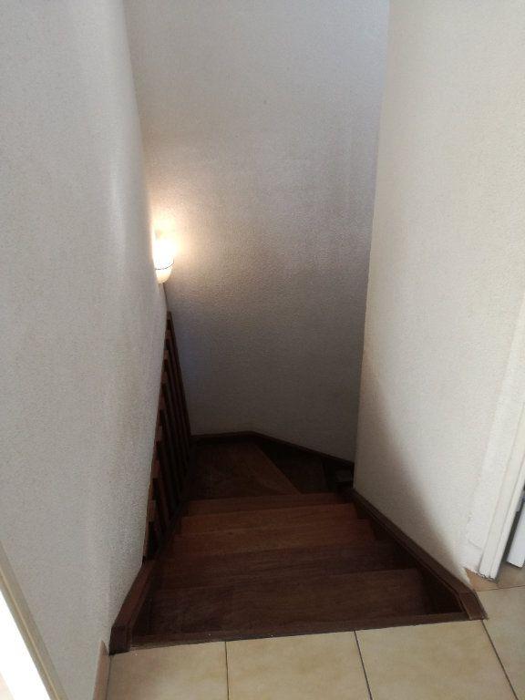 Appartement à louer 4 74m2 à Nîmes vignette-9
