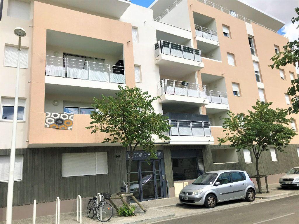 Appartement à louer 3 72.74m2 à Nîmes vignette-1
