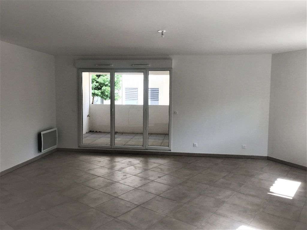Appartement à louer 3 72.74m2 à Nîmes vignette-2