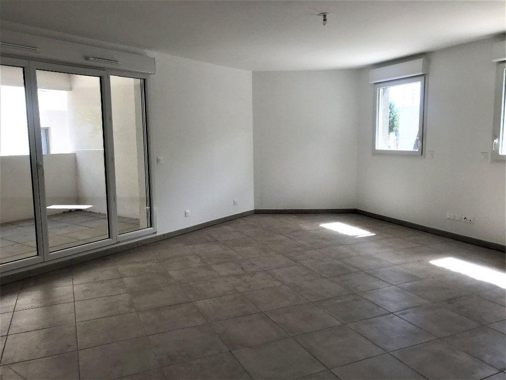 Appartement à louer 3 72.74m2 à Nîmes vignette-3