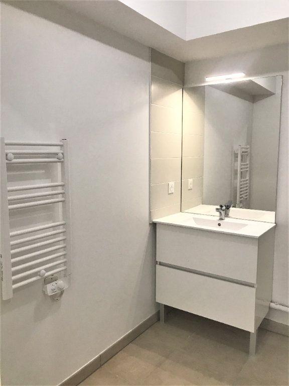 Appartement à louer 3 72.74m2 à Nîmes vignette-10