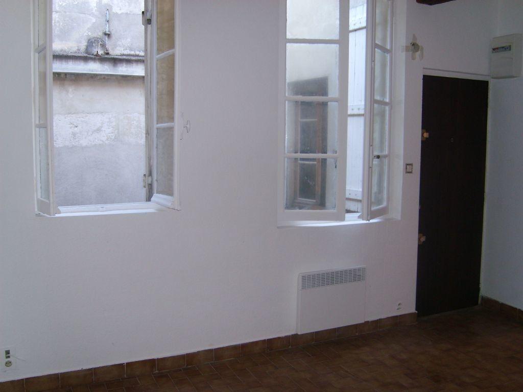 Appartement à louer 1 19.68m2 à Nîmes vignette-2