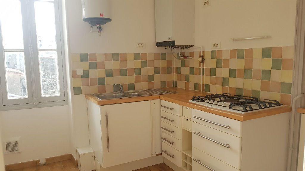 Appartement à louer 2 42m2 à Nîmes vignette-3