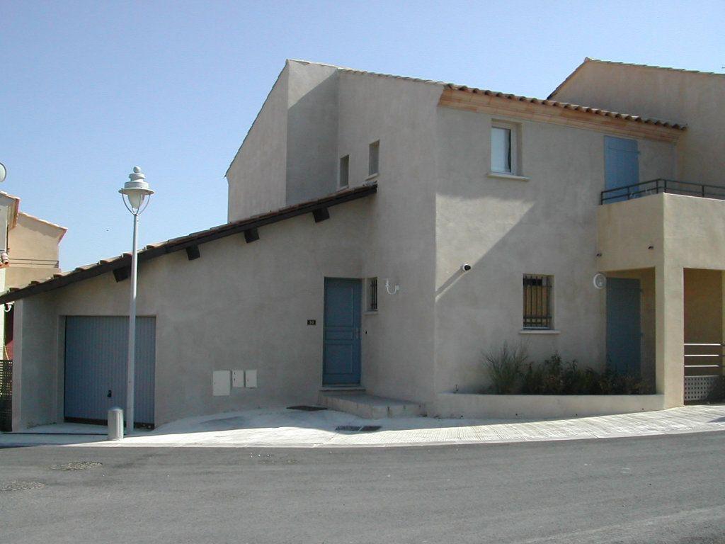 Maison à louer 4 93m2 à Uzès vignette-1