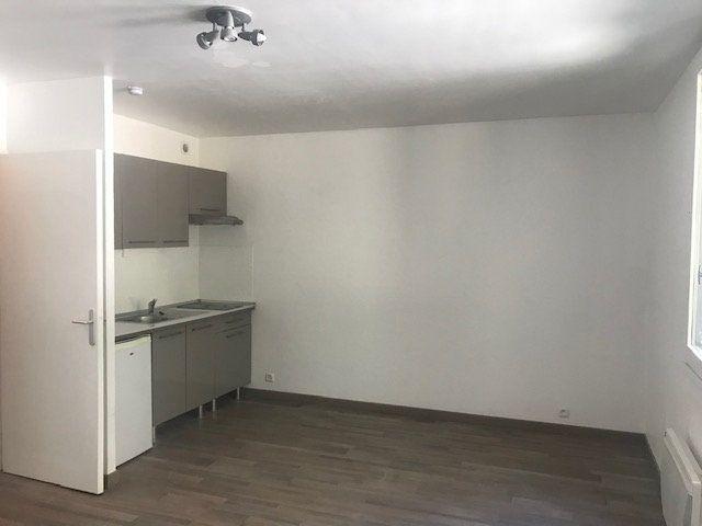 Appartement à louer 1 30m2 à Nîmes vignette-3