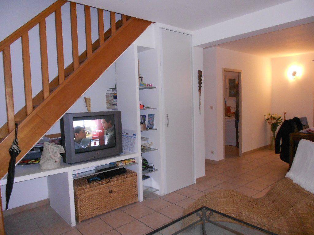 Maison à louer 4 79.79m2 à Uchaud vignette-3