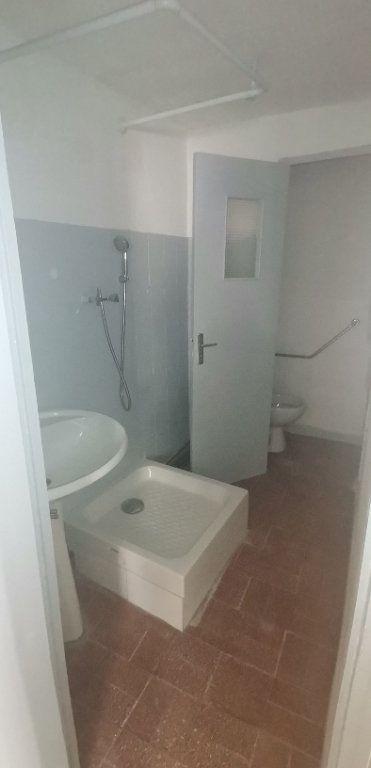 Appartement à louer 2 50m2 à Nîmes vignette-3