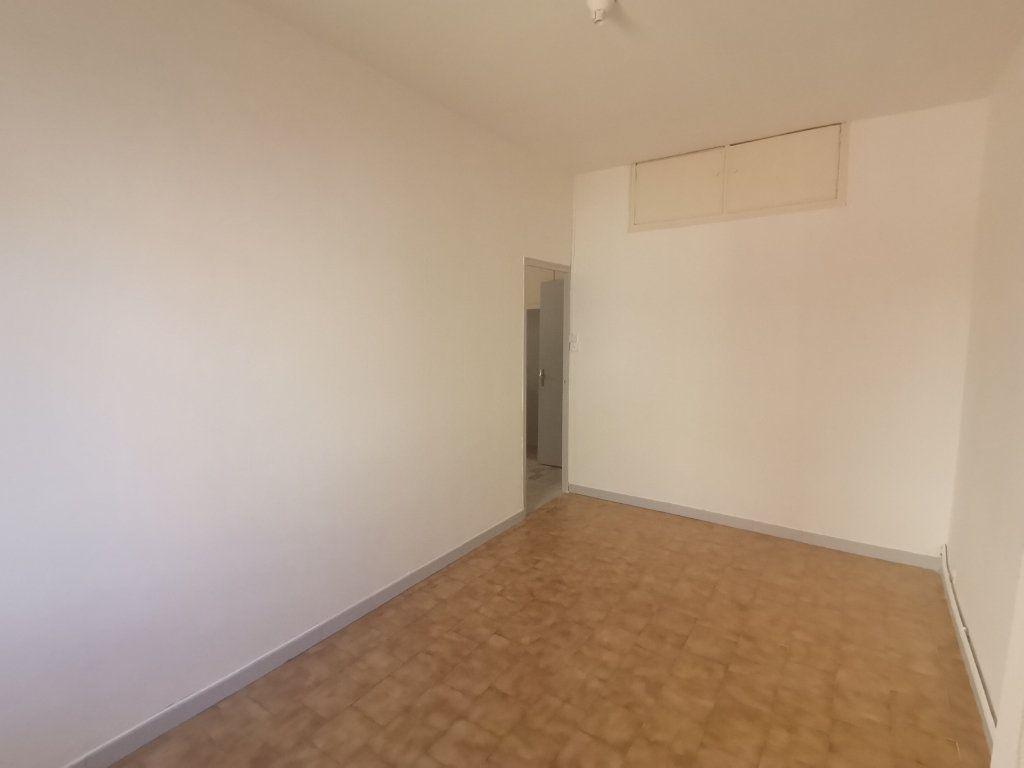 Appartement à louer 2 50m2 à Nîmes vignette-4