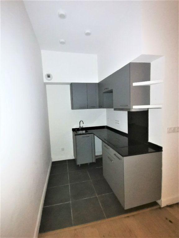 Appartement à louer 3 56m2 à Nîmes vignette-3