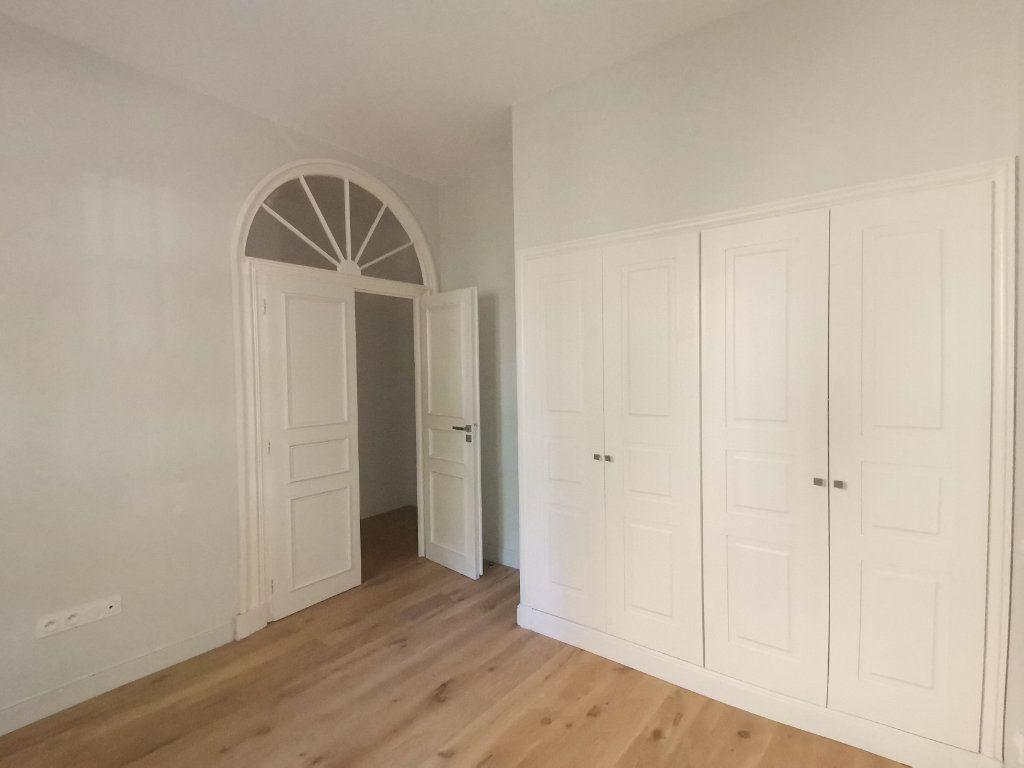 Appartement à louer 3 56m2 à Nîmes vignette-6