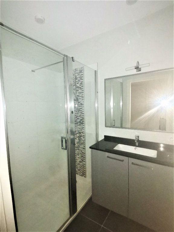 Appartement à louer 3 56m2 à Nîmes vignette-7