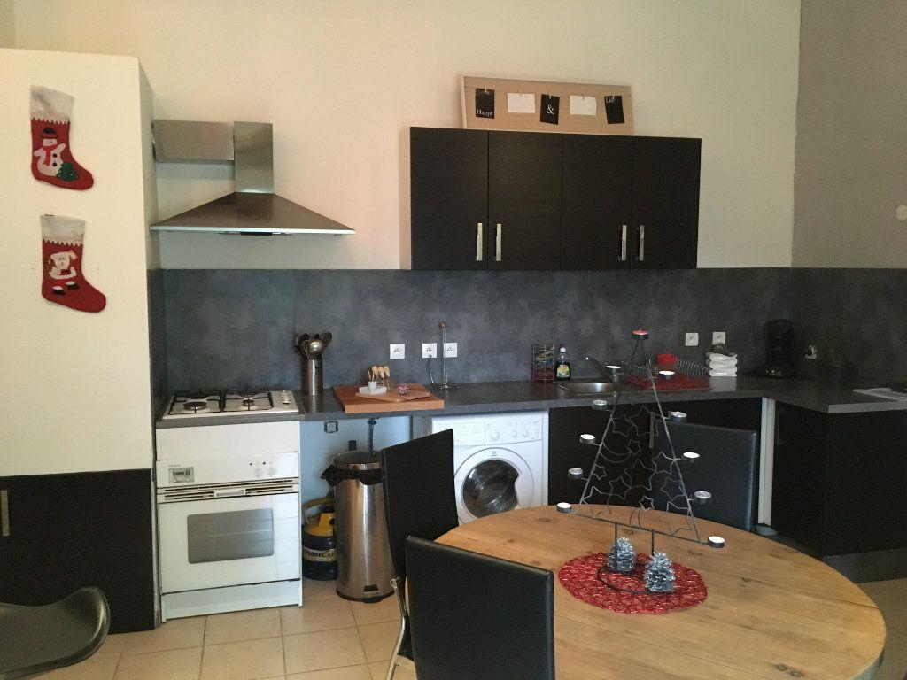 Appartement à louer 3 59m2 à Saint-Gilles vignette-1