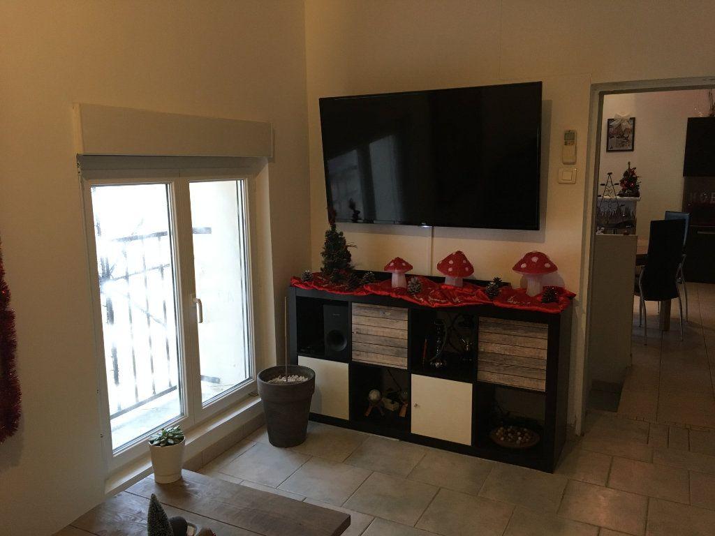 Appartement à louer 3 59m2 à Saint-Gilles vignette-3