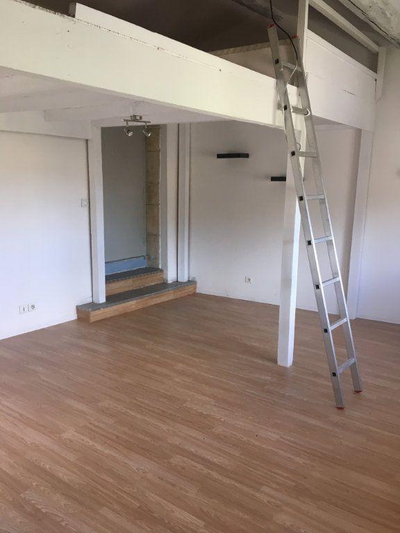 Appartement à louer 1 22m2 à Marguerittes vignette-1