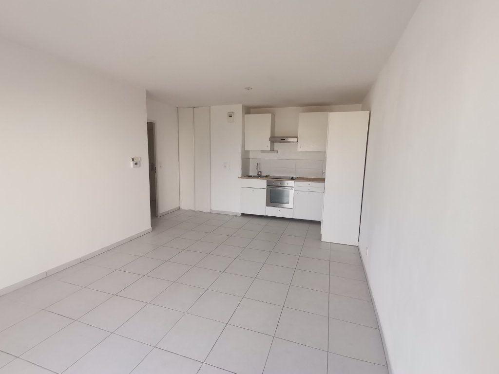 Appartement à louer 3 60.25m2 à Nîmes vignette-1
