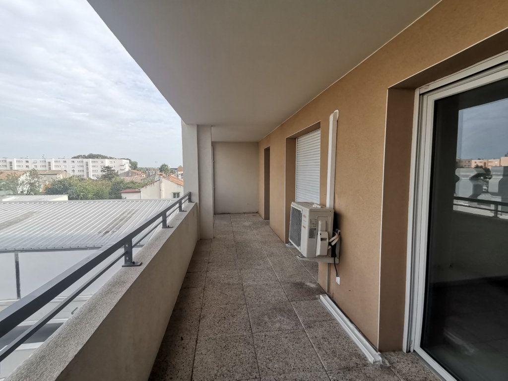 Appartement à louer 3 60.25m2 à Nîmes vignette-3