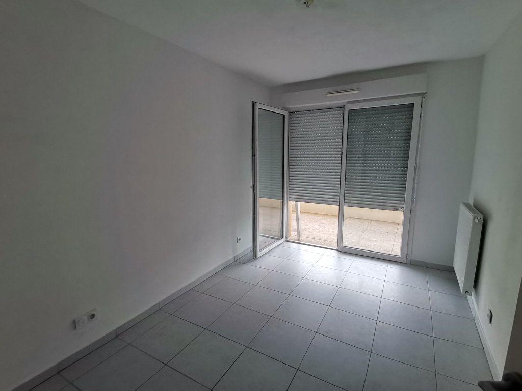 Appartement à louer 3 60.25m2 à Nîmes vignette-5