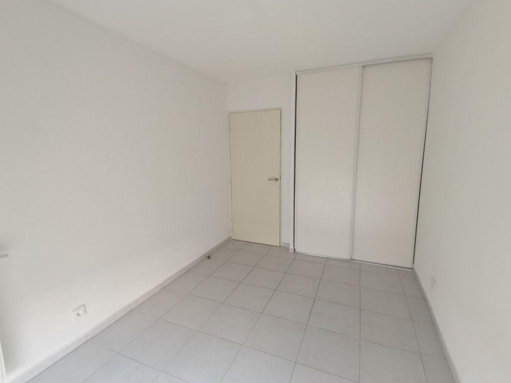 Appartement à louer 3 60.25m2 à Nîmes vignette-6