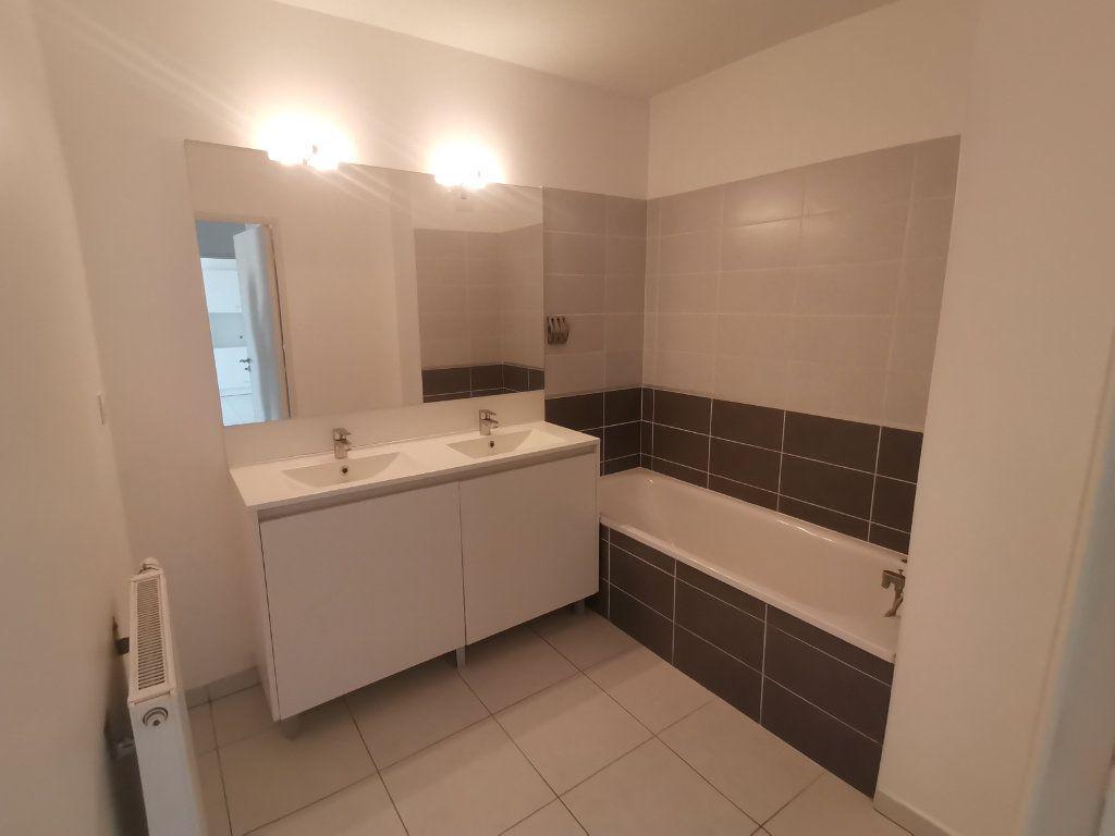 Appartement à louer 3 60.25m2 à Nîmes vignette-7