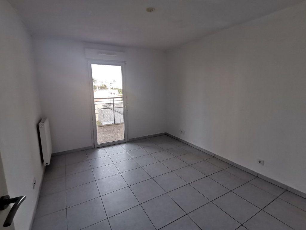 Appartement à louer 3 60.25m2 à Nîmes vignette-8