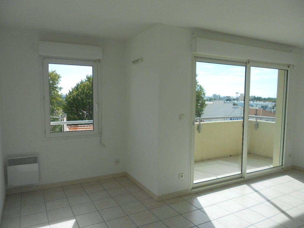 Appartement à louer 2 46.9m2 à Nîmes vignette-1