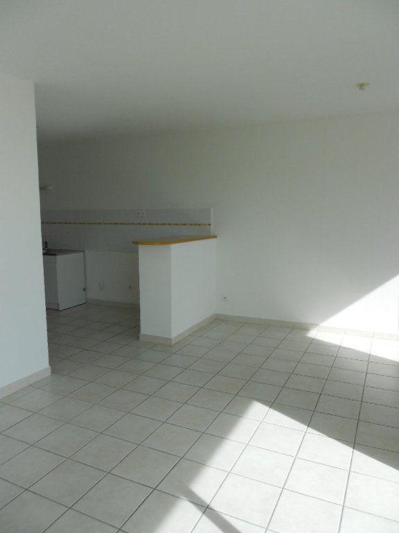 Appartement à louer 2 46.9m2 à Nîmes vignette-3