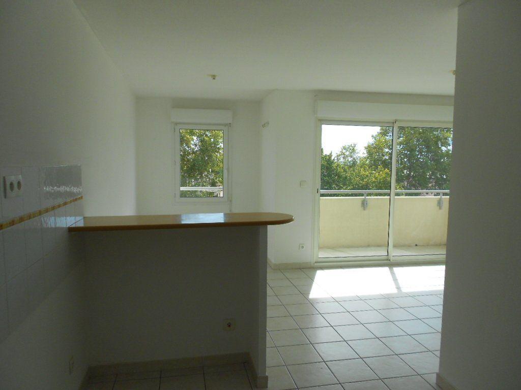 Appartement à louer 2 46.9m2 à Nîmes vignette-6