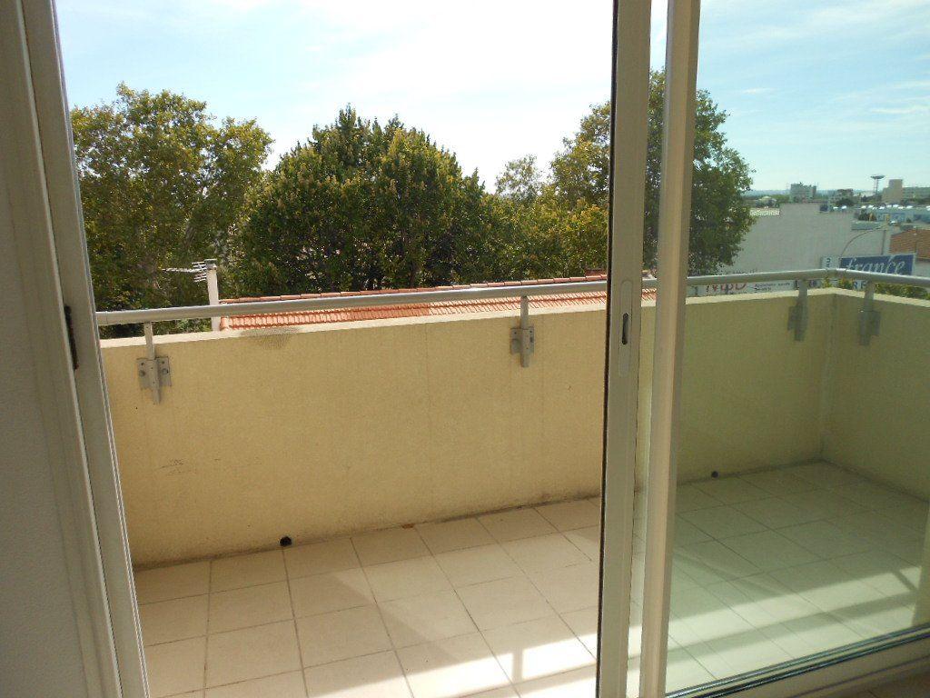 Appartement à louer 2 46.9m2 à Nîmes vignette-7