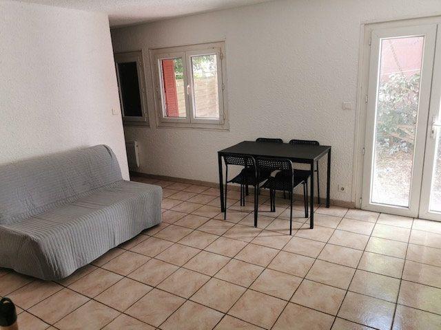 Appartement à louer 2 27.86m2 à Nîmes vignette-2