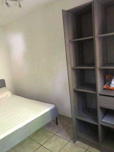 Appartement à louer 2 27.86m2 à Nîmes vignette-3