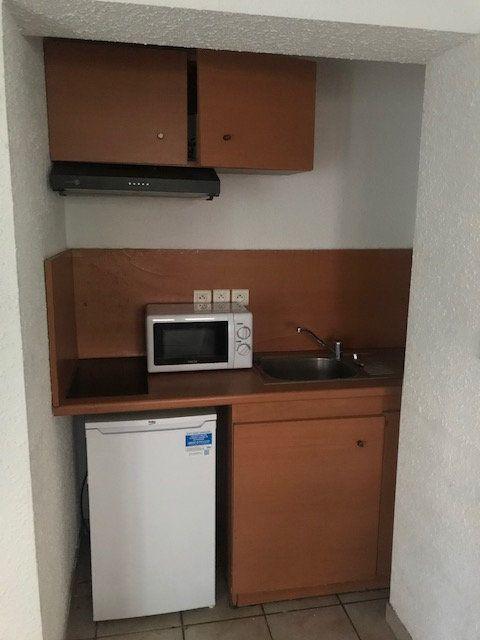 Appartement à louer 2 27.86m2 à Nîmes vignette-4