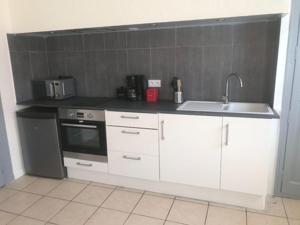 Appartement à louer 2 39.9m2 à Nîmes vignette-2