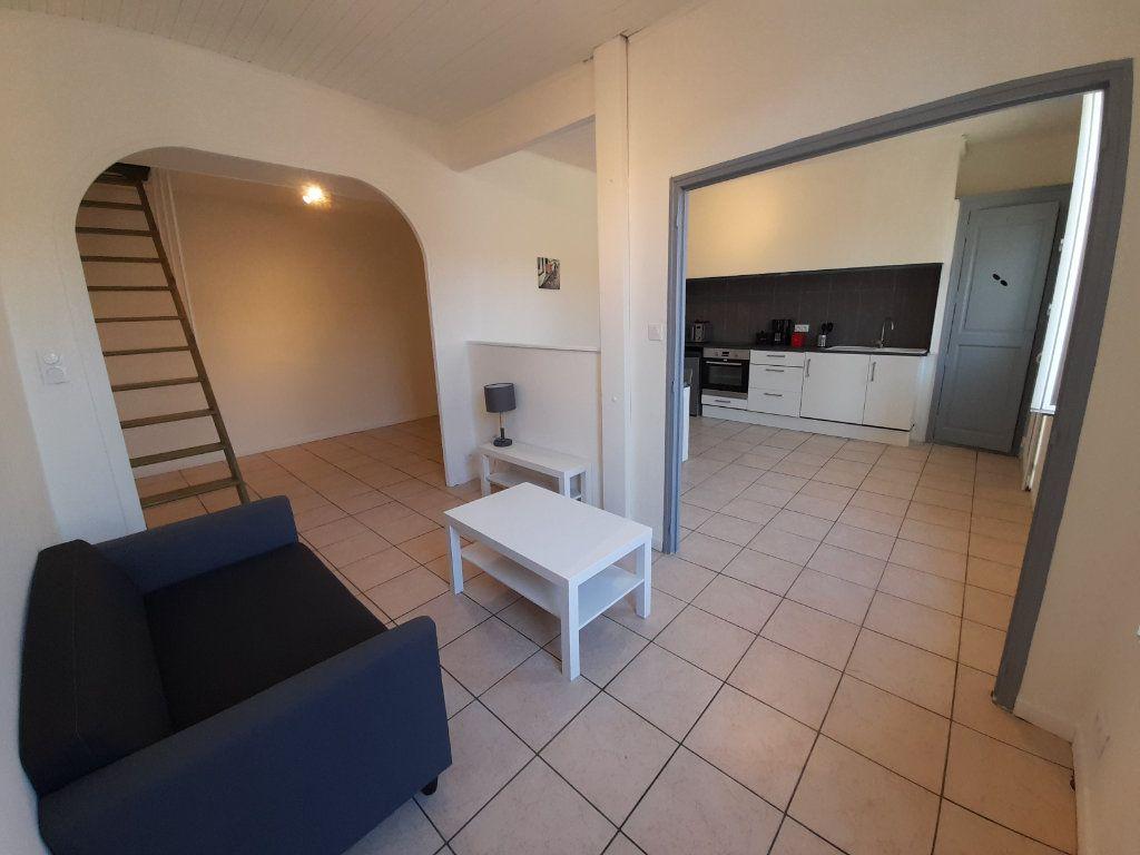 Appartement à louer 2 39.9m2 à Nîmes vignette-4