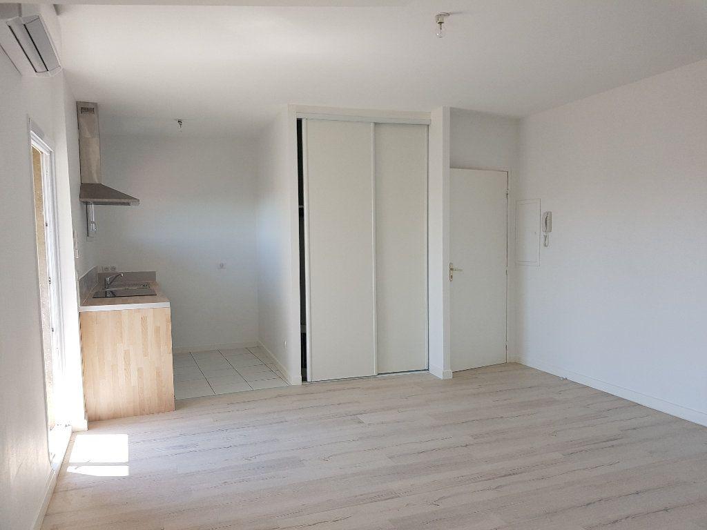 Appartement à louer 2 38.07m2 à Nîmes vignette-1
