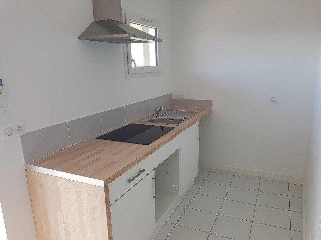 Appartement à louer 2 38.07m2 à Nîmes vignette-2