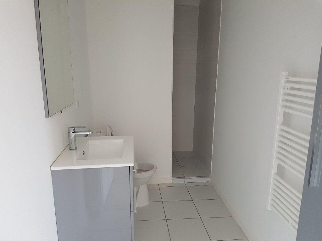 Appartement à louer 2 38.07m2 à Nîmes vignette-3