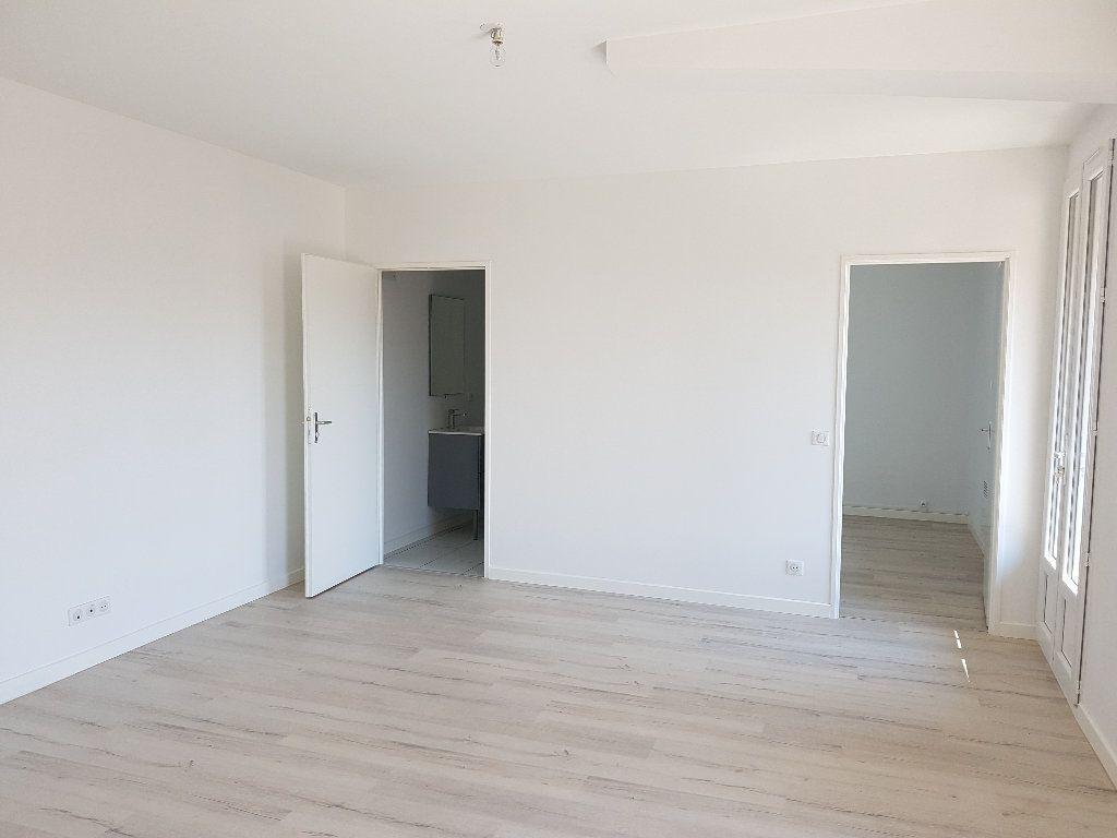 Appartement à louer 2 38.07m2 à Nîmes vignette-5