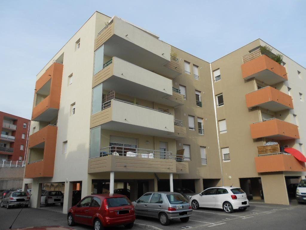 Appartement à louer 2 46m2 à Nîmes vignette-1