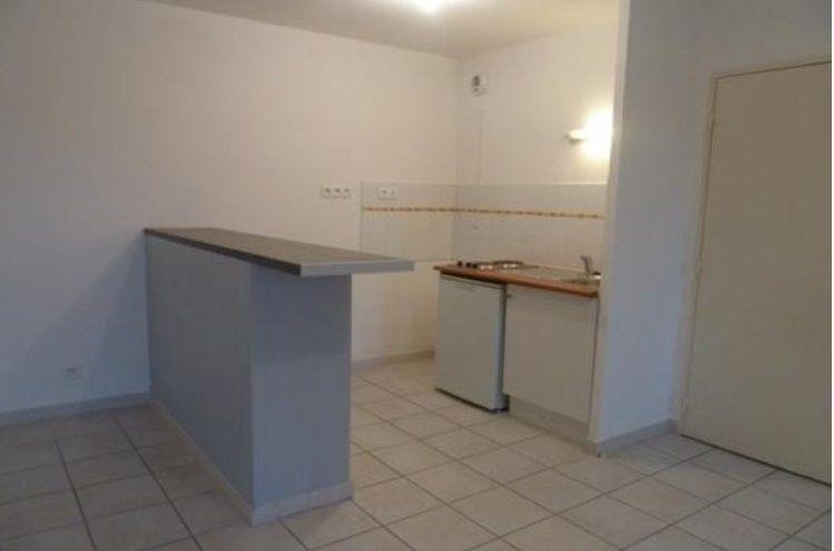 Appartement à louer 2 46m2 à Nîmes vignette-2